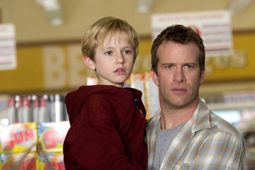 Nathan gamble and Thomas Jane as son and father in THE MIST